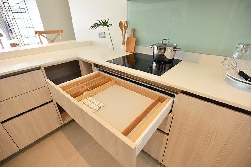 küchenschrank mit Arbeitsplatte